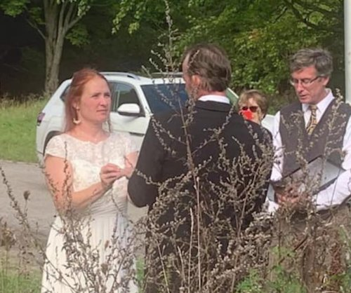 New York couple holds wedding at Canadian border so family can attend