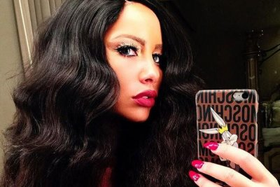 Amber Rose nearly unrecognizable with brunette wig