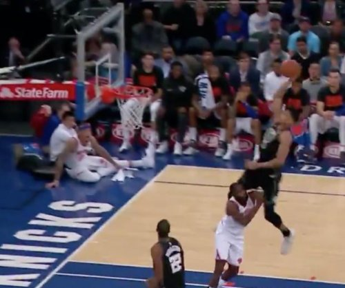 Bucks' Antetokounmpo jumps over 6-foot-6 defender for alley-oop