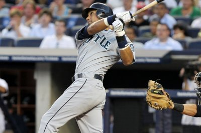 Franklin Gutierrez's 10th-inning homer lifts Seattle Mariners past Toronto Blue Jays