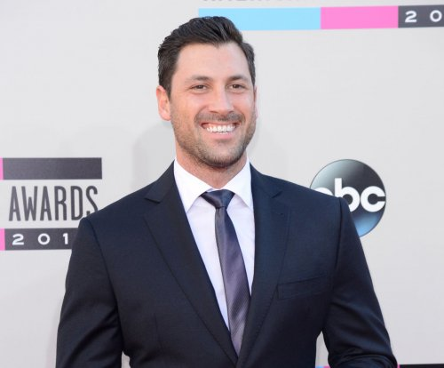 Val and Maks Chmerkovskiy of 'Dancing with the Stars' to guest star on 'Fuller House'