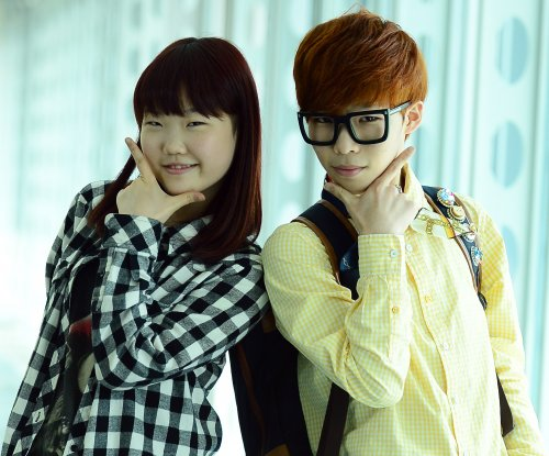 Akdong Musician singer Lee Chan-hyuk joins Korean marines