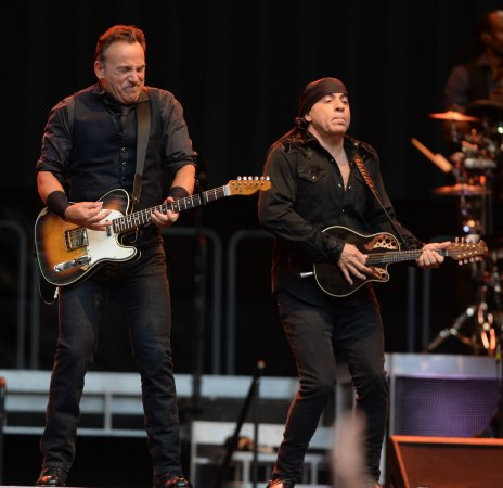 Springsteen sings 'Gov. Christie's Traffic Jam' on 'Late Night'