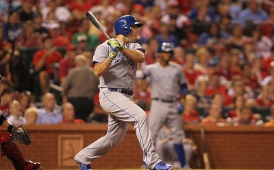 Royals defeat Cardinals 6-0