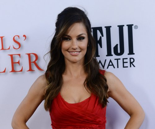 Minka Kelly dismisses Sean Penn dating rumors
