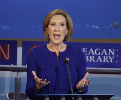 Stage topples over presidential candidate Carly Fiorina