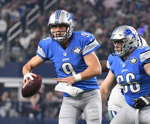 Matthew Stafford to stick with glove in playoffs