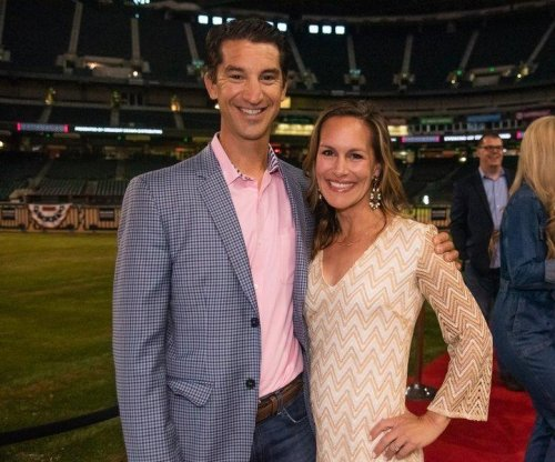 Diamondbacks GM Mike Hazen takes leave of absence as wife battles cancer