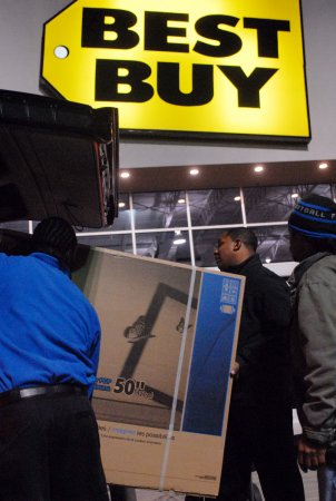 Best Buy to cut jobs, demote store staff