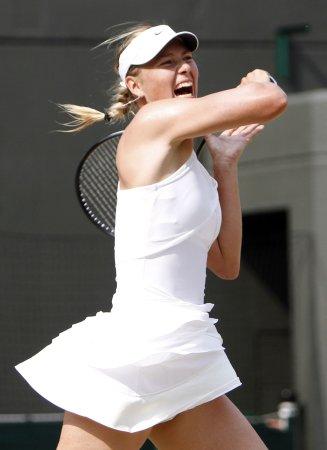 Sharapova advances to Bank of West semis
