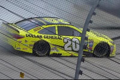 Matt Kenseth claims first Sprint Cup Series win of year
