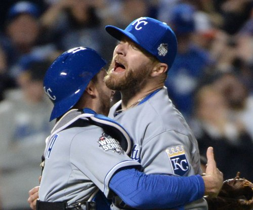 Kansas City Royals place RHP Wade Davis on DL