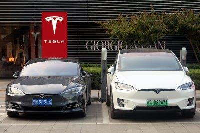 Elon Musk won't take Tesla private
