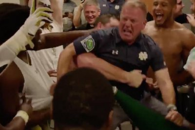 Watch Notre Dame S Brian Kelly Shows Off Dance Moves In