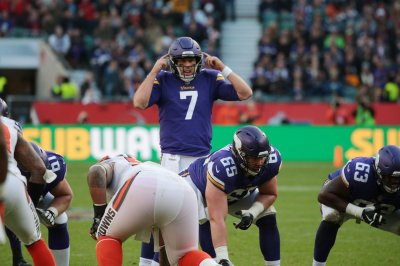 Case Keenum leads Minnesota Vikings to fifth straight victory after win over Washington Redskins