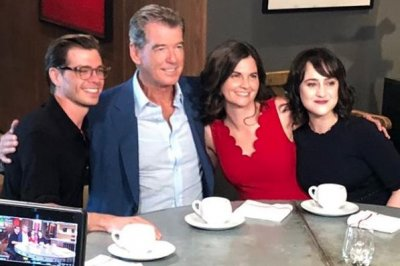 'Mrs. Doubtfire' stars reunite after 25 years