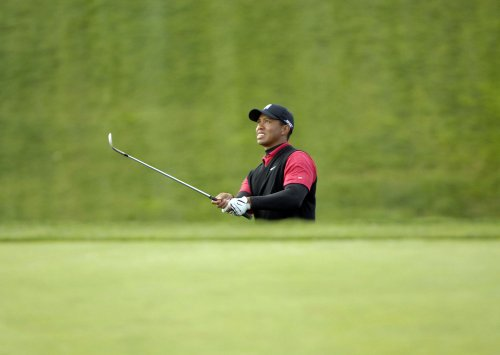 Woods easily wins 63rd tour title