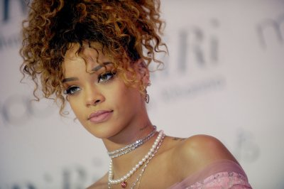Report: Rihanna, Travis Scott officially dating