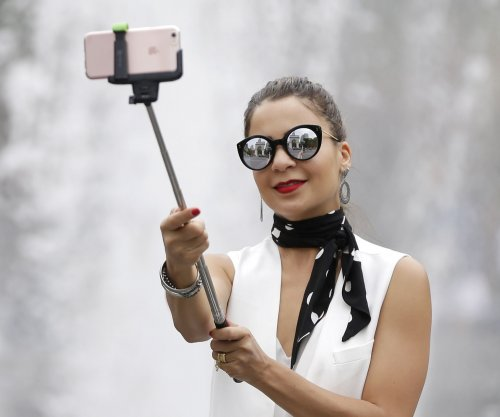Milan bans selfie sticks, food trucks and glass bottles for summer