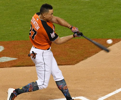 Miami Marlins' Giancarlo Stanton ties franchise record with towering homer