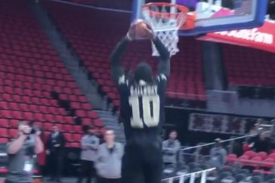 Detroit Pistons' Langston Galloway does slam-dunk gender reveal