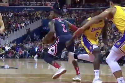 Wizards' John Wall puts Lakers' Lance Stephenson in spin cycle