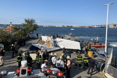 1 dead, 2 injured after plane crashes into Queens pier