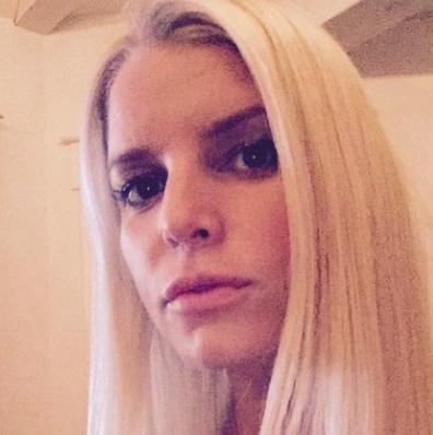 Jessica Simpson debuts new short hairstyle