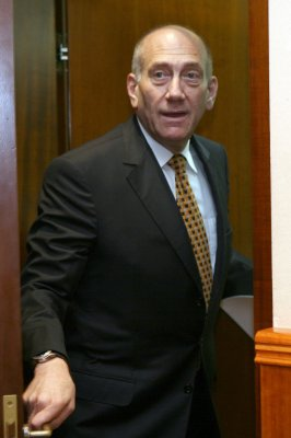 Olmert prosecutors won't show evidence
