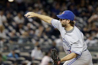 R.A. Dickey goes distance as Toronto Blue Jays dump Cleveland Indians