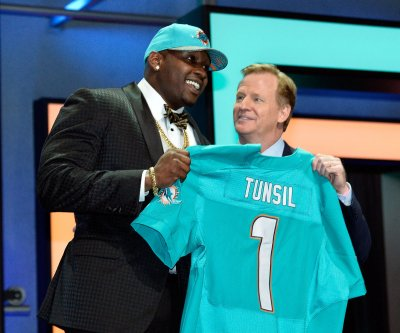 Ole Miss vows to 'aggressively investigate' Laremy Tunsil's admission