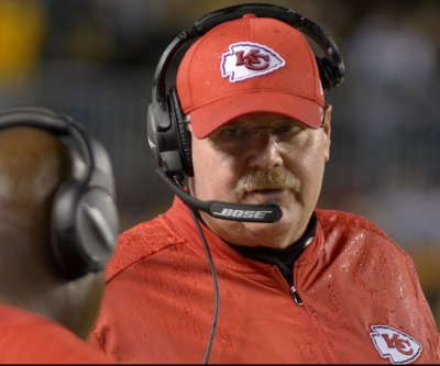 Kansas City Chiefs KO Oakland Raiders, seize control of AFC West