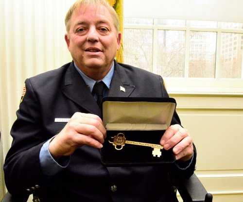 Firefighter Ray Pfeifer dies from 9/11-related cancer