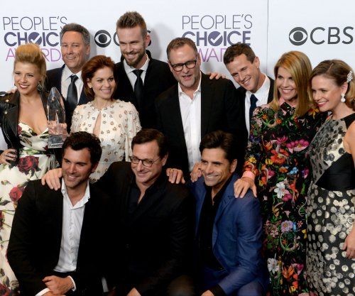 Candace Cameron-Bure, John Stamos appear in 'Fuller House' Season 3 trailer