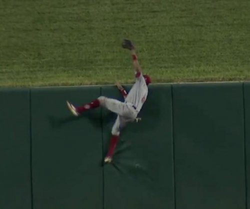 Reds' Billy Hamilton robs Cards' Matt Carpenter of home run with crazy catch