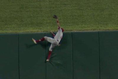 Reds' Billy Hamilton robs Cards' Matt Carpenter of home run with crazy catch