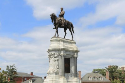 Judge blocks removal of confederate statue in Virginia
