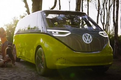 Volkswagen says it will unveil autonomous minibus next year