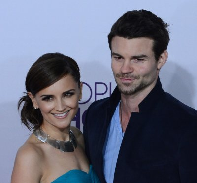 Rachael Leigh Cook gives birth to a daughter