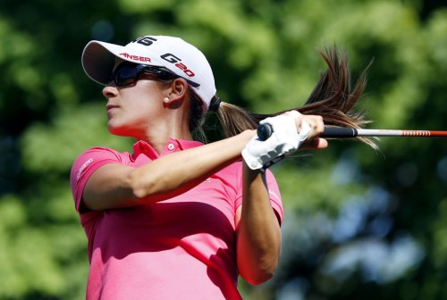 Munoz in front at LPGA's stop in Singapore