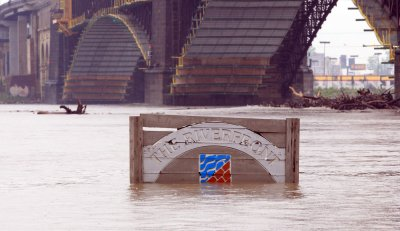 More rain threatens already-swollen Midwest rivers