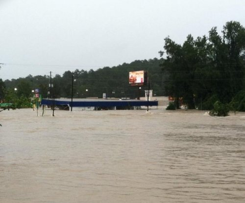 Death count climbs to 13 in Carolinas, flooding continues