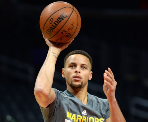 Golden State Warriors, Stephen Curry get 50th consecutive home win