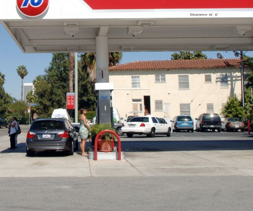 U.S. gas prices move toward seasonal high