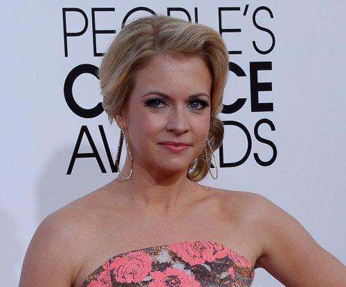 Melissa Joan Hart teases 'Clarissa' and 'Sabrina' reboots