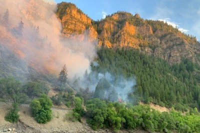 Colorado Grizzly Creek Fire grows to 4,800 acres, forces railway closures