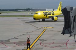 Spirit cancels hundreds of flights, leaving long lines at U.S. airports