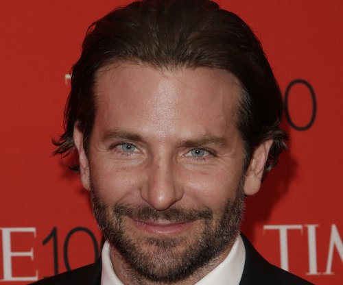 Bradley Cooper, Irina Shayk spotted kissing in New York
