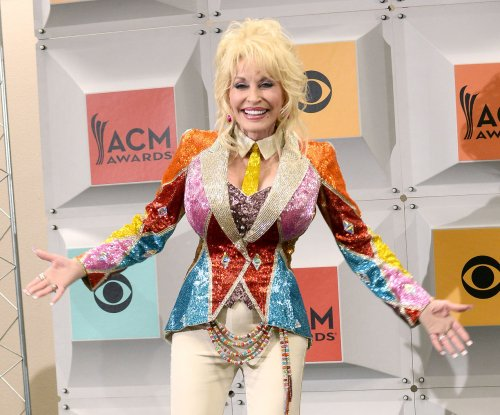 Dolly Parton to receive lifetime achievement award at the CMAs