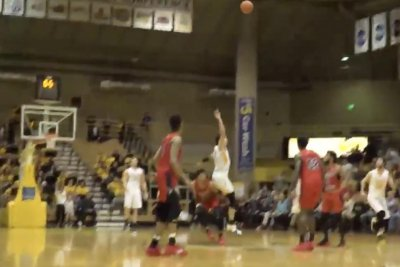 Valparaiso wins on half-court buzzer-beater